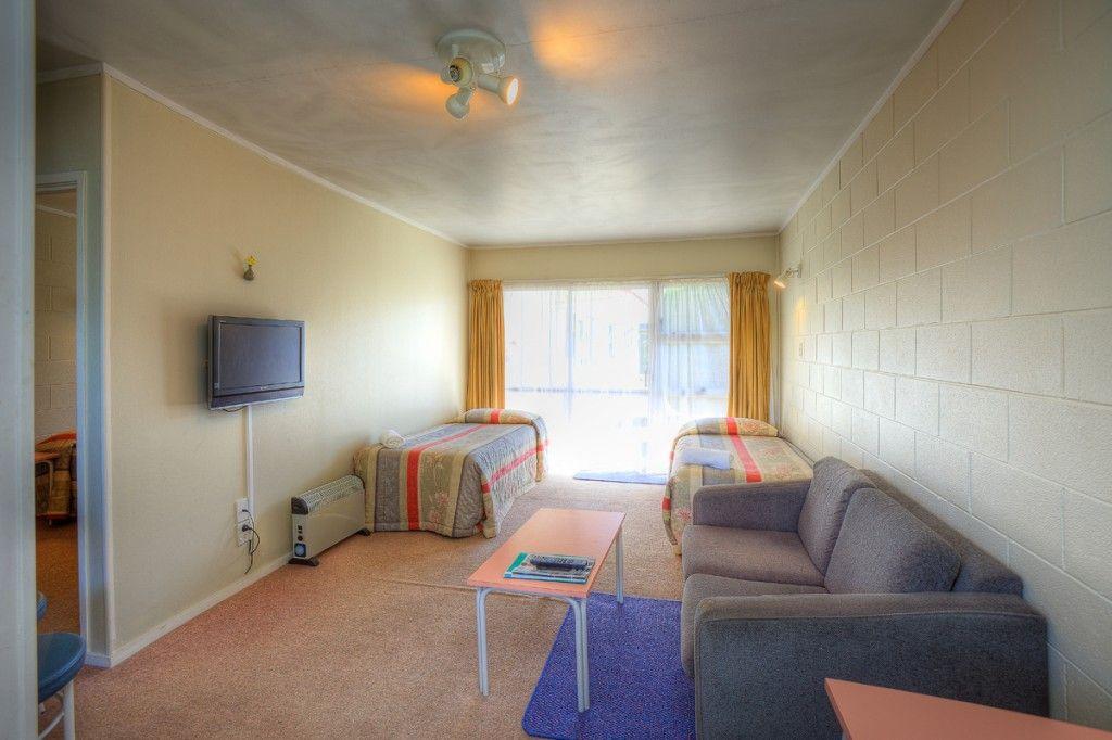 1brm b lounge 3