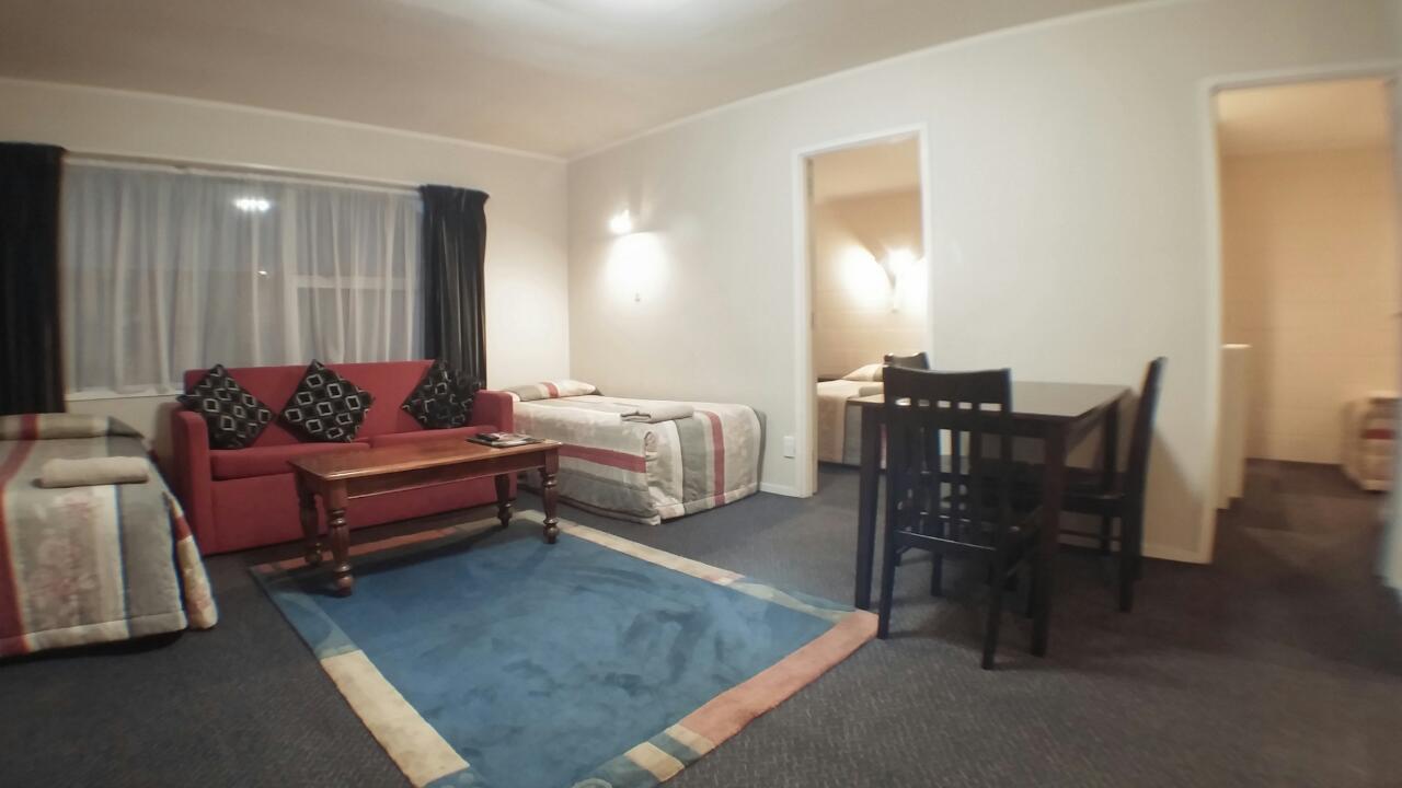 2brm lounge 2