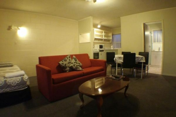 2brm lounge 3